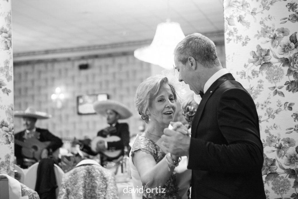 fotógrafo de boda Eva y Juanan salones el Paseo 134